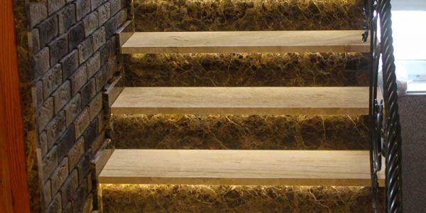 schody wewnętrzne z kamienia
