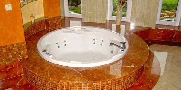 łazienki kamień naturalny granit marmur wanna z hydromasażem