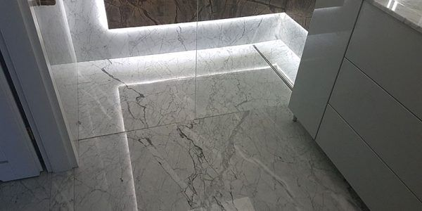 łazienki kamień naturalny granit marmur posadzka