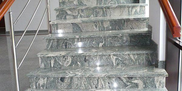 schody wewnętrzne z kamienia granitu